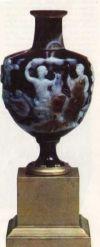 Агатовая ваза, украшающая Мраморный зал