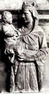 Скульптура Мадонны с младенцем