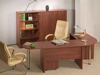 Стол в домашнем офисе