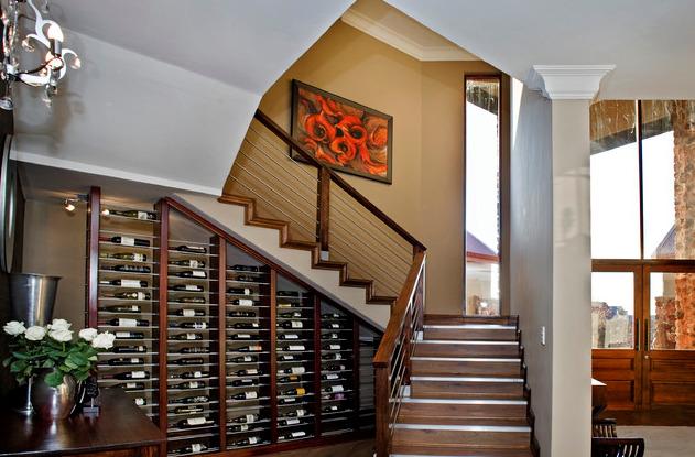 Размещение коллекций под лестницей