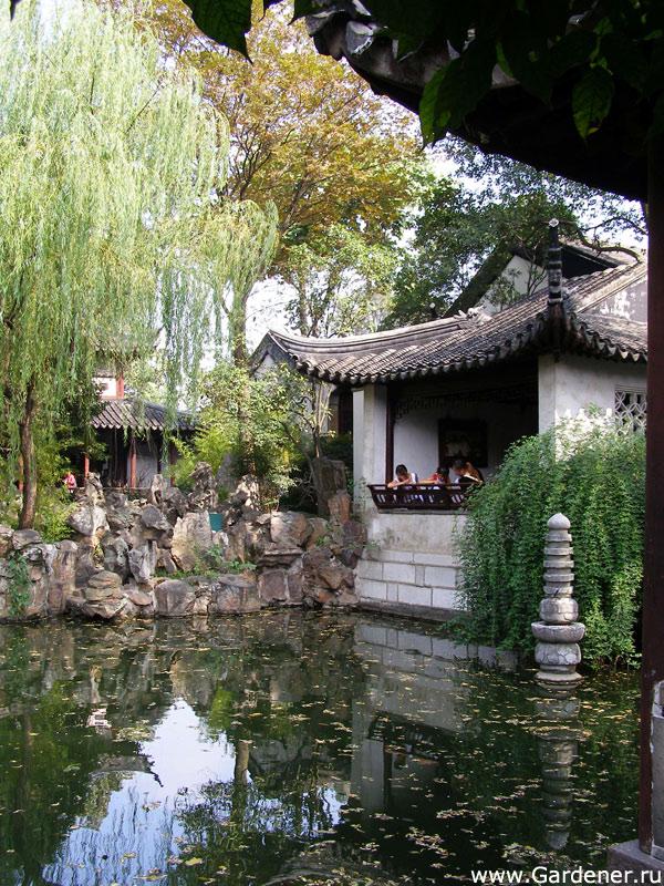 Домик у воды в парке Лююань