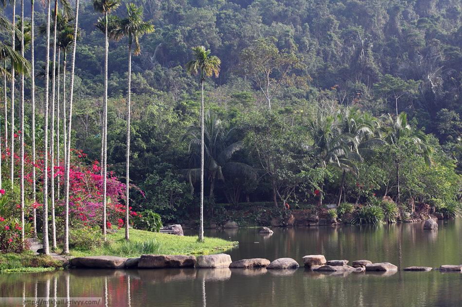 Искусственный пруд в парке Цзисяошаньчжуан