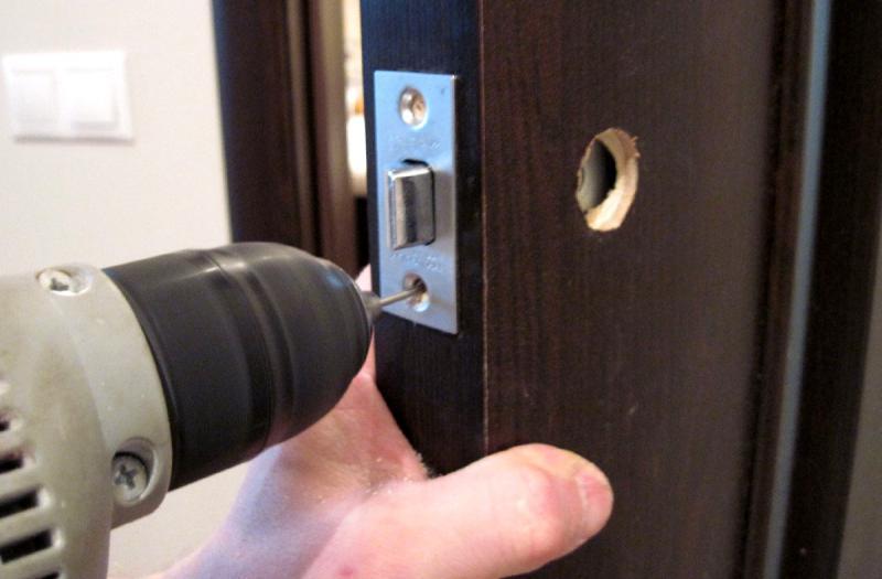 Установка кодовых замков в металлическую дверь своими руками