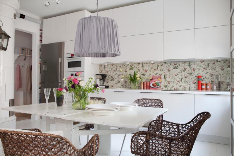 10 Вдохновляющих идей,  которые добавят очарования Вашей кухне с  помощью ярких деталей