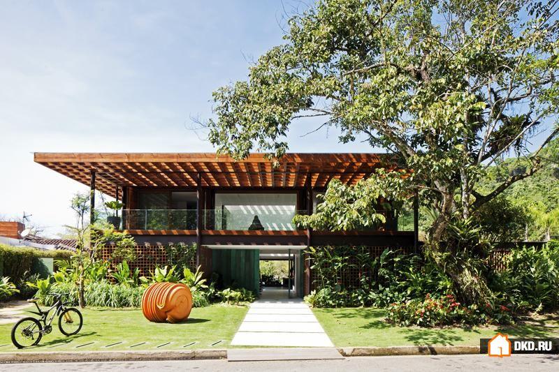 Солнечная резиденция с садом. Bernardes, Бразилия